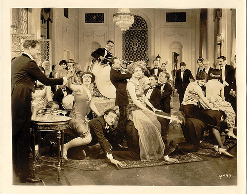 4 Tips To Make Your Bar Or Club Roar Like The Twenties
